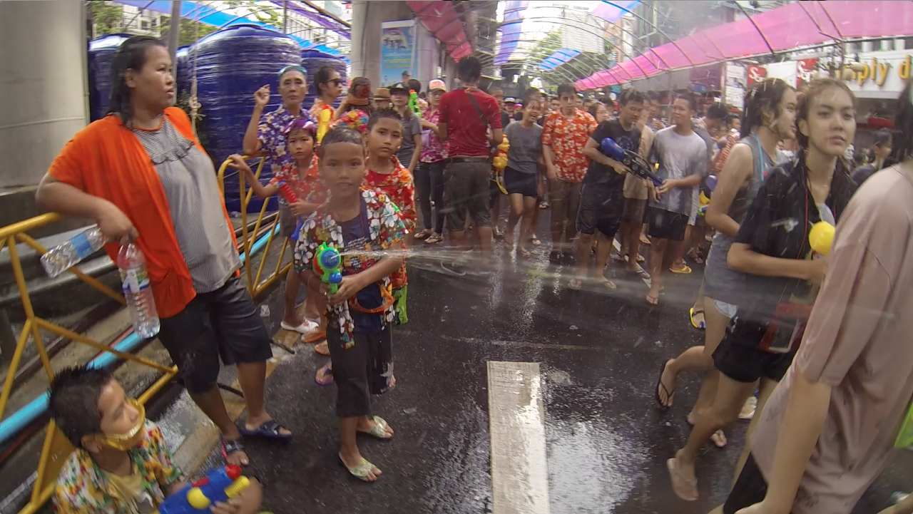 Songkran-1-kids